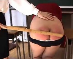 体育をさぼった女子校生が女教師にお仕置きをされる